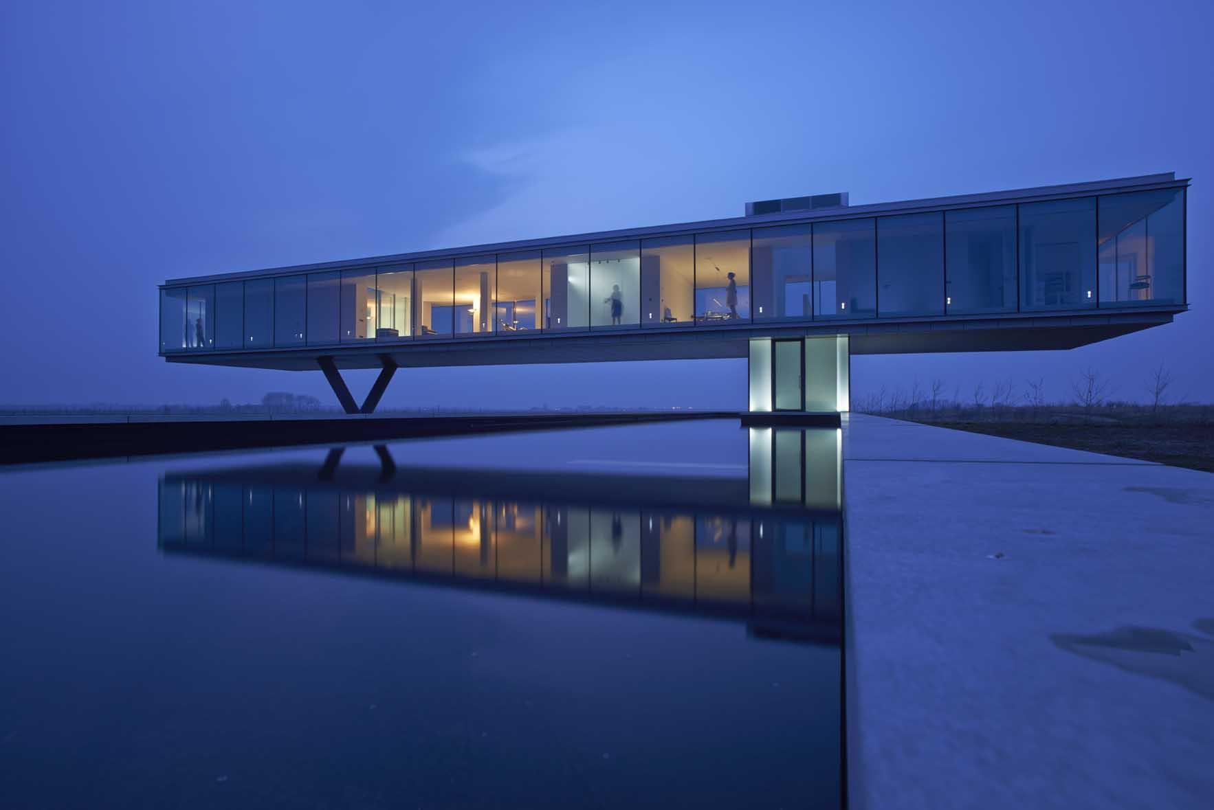 Beautiful Minimalist Glass House Life - ^